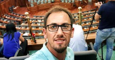 Gazetari i KOHËS: Kryesori nga të arrestuarit e sotëm, njihet si mbështetës i VV-së